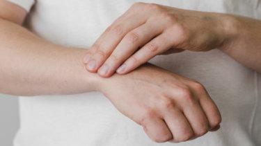 尺側手根伸筋腱脱臼の原因・症状・治療法