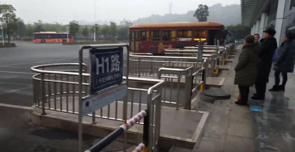 楽山大仏へのバス