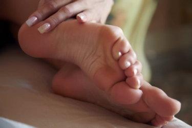 足底筋膜炎(Plantar fasciitis)の症状・原因・検査法・治療法について