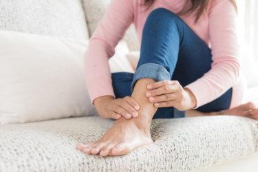 足根管症候群 (Tarsal tunnel syndrome) の原因・症状・検査法・治療法について