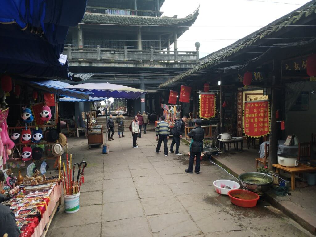 楽山大仏の出口の土産物店