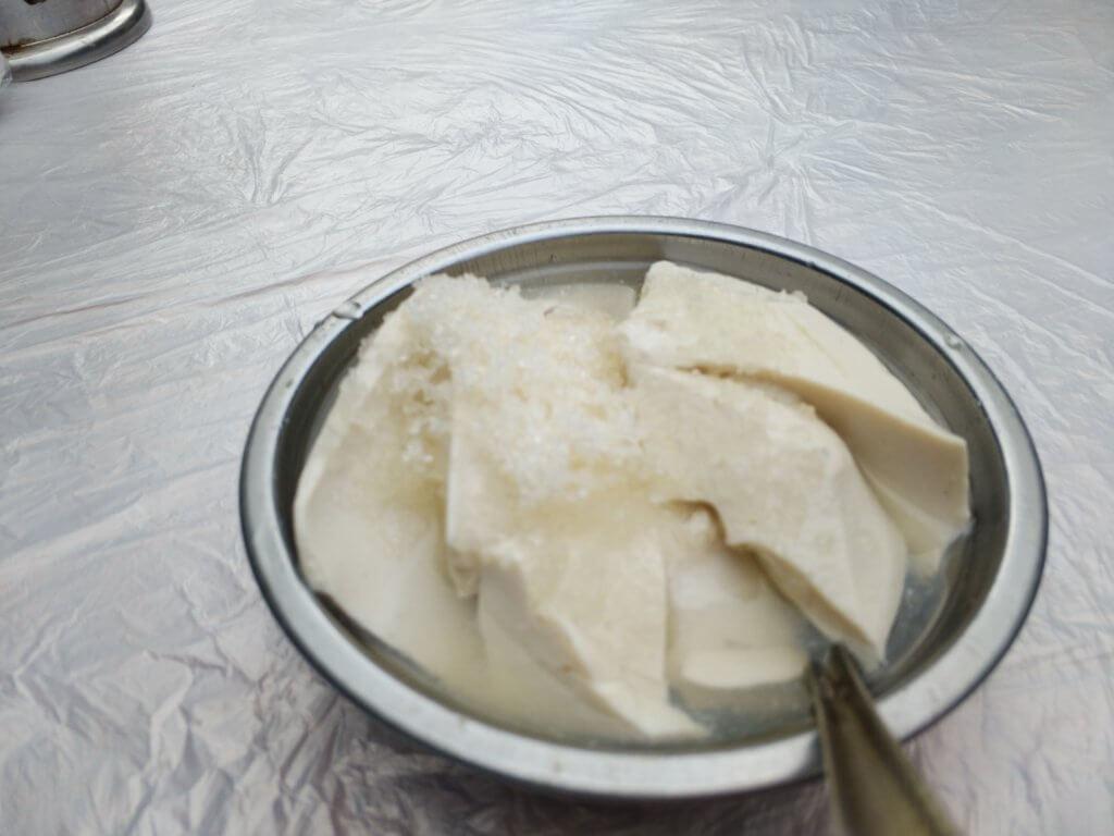 楽山大仏で食べた甘い豆腐